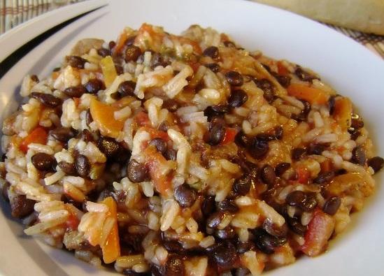 Guiso diet tico de vegetales arroz legumbres y carne - Lentejas con costillas y patatas ...